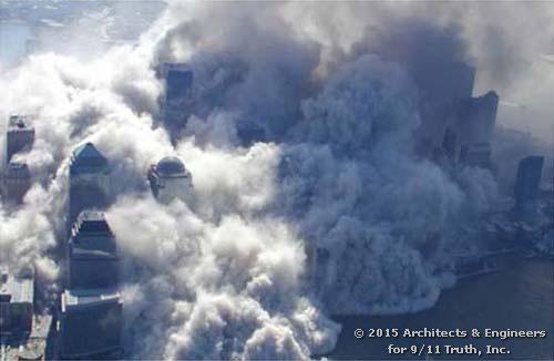 L'enorme nuvola di cemento polverizzato che ha sommerso la parte bassa di Manhattan ricoprendo di nua spessa coltre bianca strade ed edifici