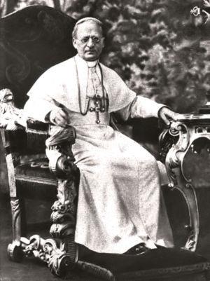 Pio XI che, secondo il racconto di Mussolini, avrebbe convinto Marconi a distruggere la sua invenzione