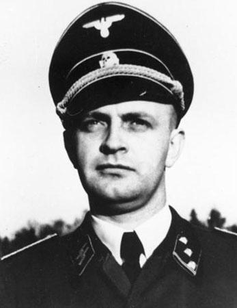Il capitano delle SS Heinz Linge, cameriere personale di Hitler (Bundesarchiv, Bild 146-1982-044-11)